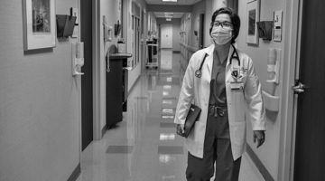 Pulling Through: For Alumni Working in VUMC's COVID-19 Unit, the Pandemic Has Offered Lessons in Heartbreak and Resiliency