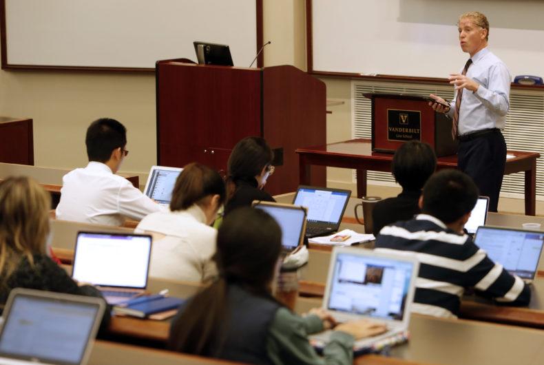 photo of Mark Schein teaching a class