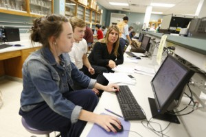 BSCI 111b students mapping ash trees at Vanderbilt