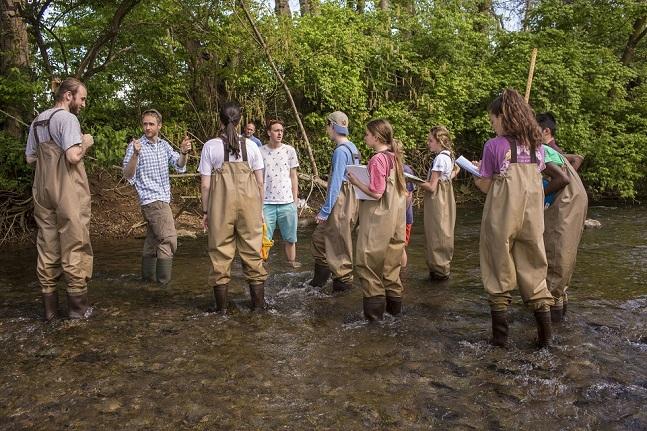 Dynamic Earth Class- Stream Samples at Richland Creek Vanderbilt University  Photo: Anne Rayner; VU