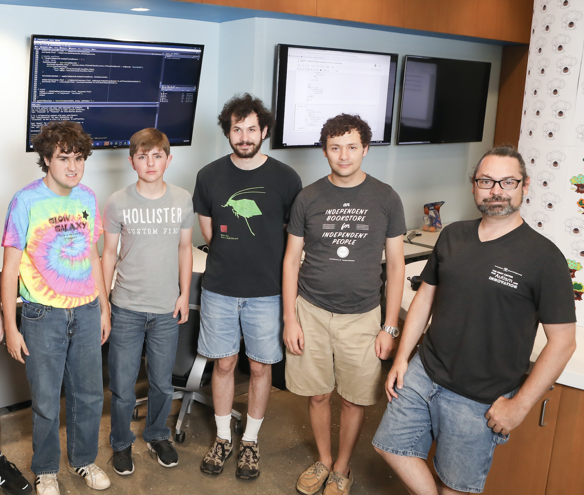 Dr. Dave Caudel with several of the summer 2019 interns and mentors. (Photo by Susan Urmy)
