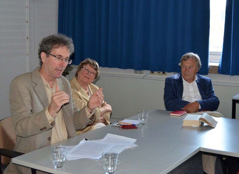 Me explaining w Susanna und Stierle