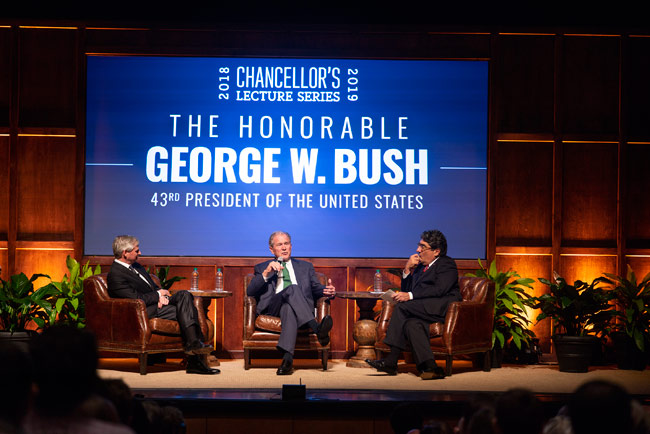 Jon Meacham, President George W. Bush and Chancellor Nicholas S. Zeppos (Joe Howell/Vanderbilt)