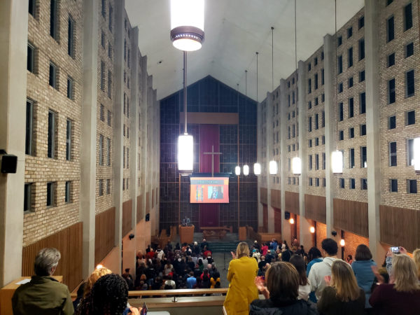 Anthony Ray Hinton speaks to an at capacity crowd at Benton Chapel.