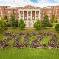 The Vanderbilt Class of 2022 traditional class photo on Commons Lawn. (Vanderbilt University)