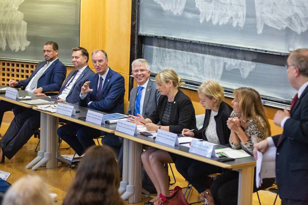 The Hon. Matthias Heider, a member of the German Bundestag and chair of the German-U.S. Parliamentary Friendship Group, gives opening remarks during a visit to a Vanderbilt undergraduate class. (Vanderbilt University)