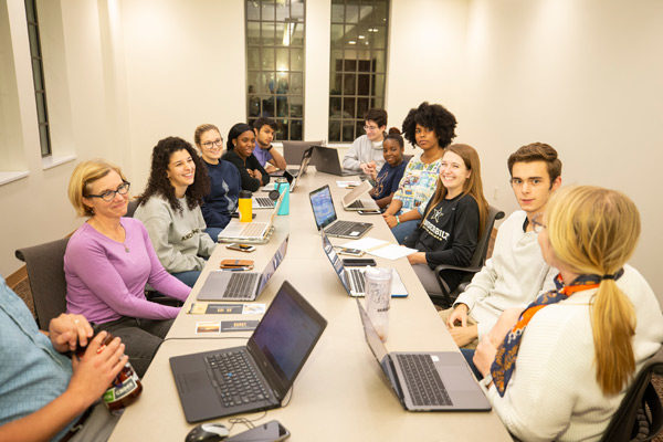 Resident advisers at E. Bronson Ingram College conduct a meeting. (Joe Howell/Vanderbilt)