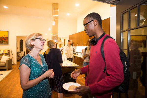 E. Bronson Ingram College Faculty Director Sarah Igo (left) speaks with a student. (Susan Urmy/Vanderbilt)