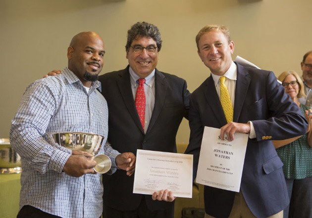 L-r: Chancellor's Cup honoree Jonathan Waters, Chancellor Nicholas S. Zeppos, and Nashville Vanderbilt Club Co-President Michael Bass. (Anne Rayner/Vanderbilt)