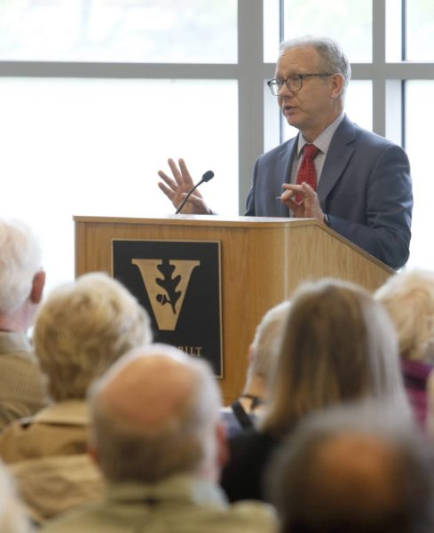 Nashville Mayor David Briley recently spoke to an Osher Lifelong Learning class taught by former Mayor Bill Purcell (Steve Green/Vanderbilt University)