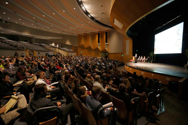 More than 600 people attended the SkyVU town hall Dec. 7 in Langford Auditorium. (Steve Green/Vanderbilt)