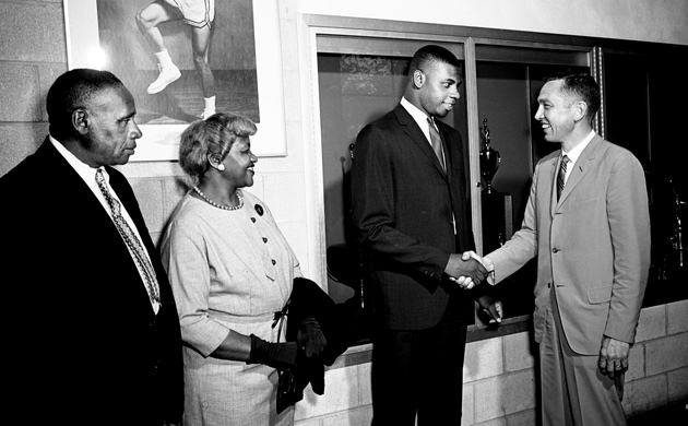 L-r: Perry Wallace Sr., Hattie Wallace, Perry Wallace Jr. and Vanderbilt men's basketball coach Roy Skinner. (photo by Eldred Reaney/The Tennessean)