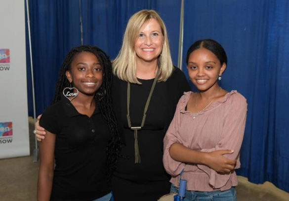 L-r: McKenna Mimms and Hermela Demma meet Nashville Mayor Megan Barry at the Opportunity NOW Showcase. (Courtesy of Michael Bunch)