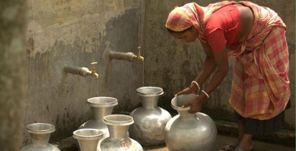 Bangladeshi woman drawing water (Jonathan Gilligan / Vanderbilt)