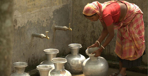 Bangladeshi woman drawing water (Jonathan Gilligan / Vanderbilt)