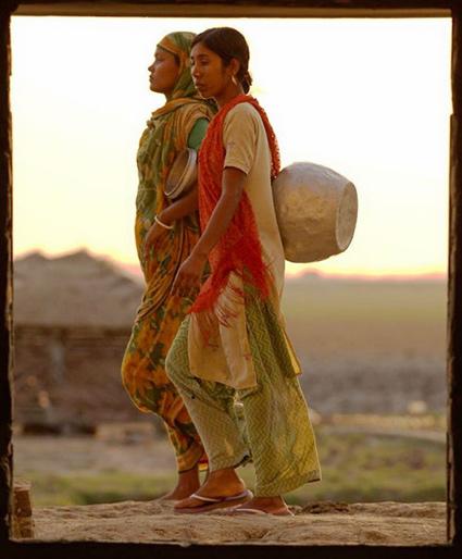 Water gatherers in Bangladesh (Jonathan Gilligan/Vanderbilt)