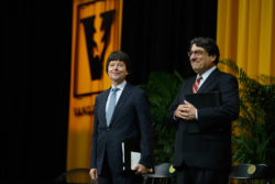 Ken Burns, recipient of the 2017 Nichols-Chancellor's Medal, and Chancellor Nicholas S. Zeppos. (Daniel Dubois/Vanderbilt)