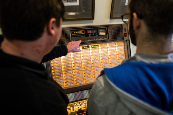 A refurbished jukebox stocked with vintage 45s awaited first-year students at Stambaugh House on The Martha Rivers Ingram Commons. (Joe Buglewicz/Vanderbilt)