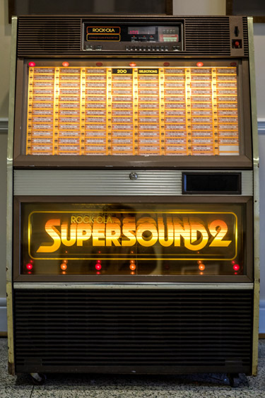 The Stambaugh House jukebox is filled with music from 1966 to 1970, the years that Nashville native and noted Vanderbilt alumnus Perry Wallace was a student on campus. (Joe Buglewicz/Vanderbilt)