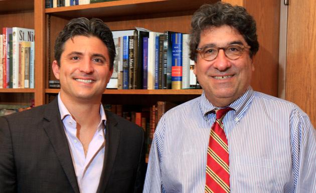 WiseWear CEO Jerry Wilmink and Chancellor Nicholas S. Zeppos (Pat Slattery/Vanderbilt)