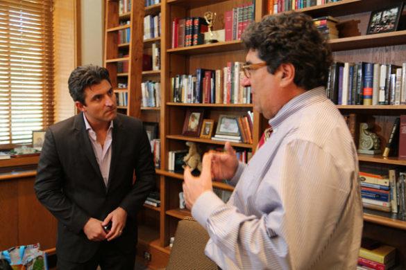L-r: Jerry Wilmink and Chancellor Nicholas S. Zeppos. (Pat Slattery/Vanderbilt)