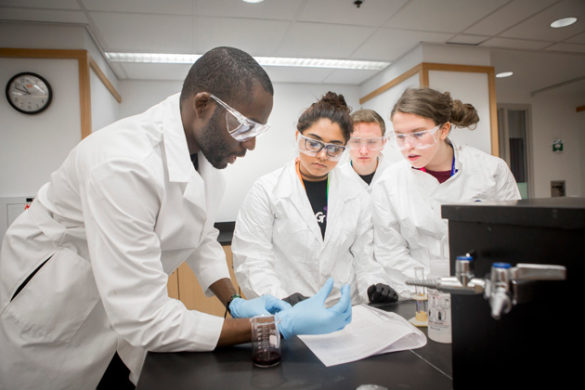 Students from Portland High School and Kenwood High School visited the VINSE labs on March 8. (Susan Urmy/Vanderbilt)