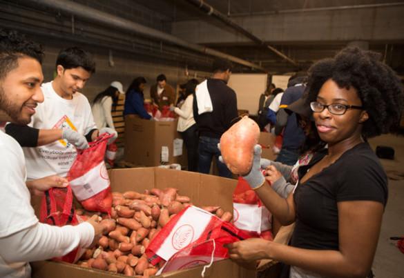 College students from Belmont, Fisk, Lipscomb, Nashville State, Trevecca Nazarene and Vanderbilt spent the afternoon Jan. 14 volunteering with food security projects across Nashville. (Susan Urmy/Vanderbilt)