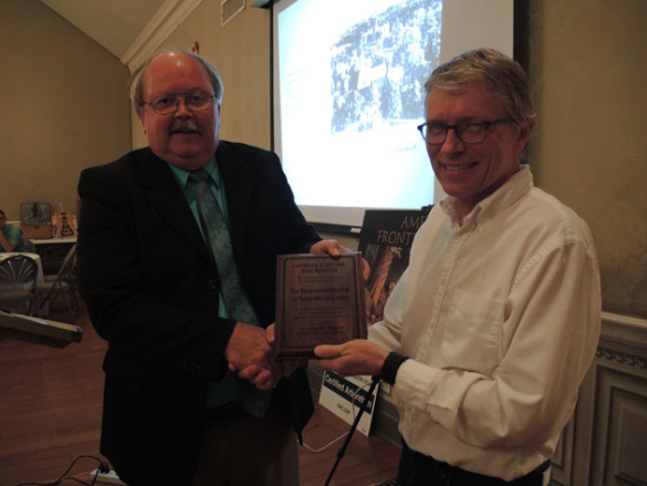 The Tennessee Urban Forestry Council's Tom Simpson (left) presents Steven Baskauf, senior lecturer in biological sciences and communications coordinator for the Vanderbilt Arboretum, with a plaque recognizing the Bicentennial Oak as a Tennessee Landmark Tree at the TUFC's annual awards ceremony on Oct. 6. (photo by Jan Stinson)