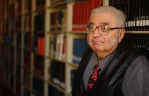 J. León Helguera