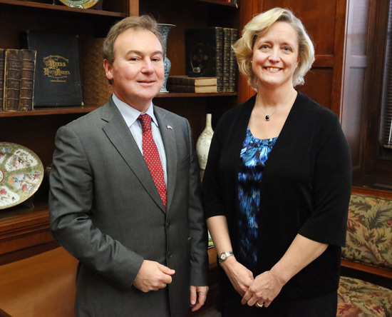 British Consul General Jeremy Pilmore-Bedford and Vanderbilt Provost Susan Wente. (Steve Green/Vanderbilt)