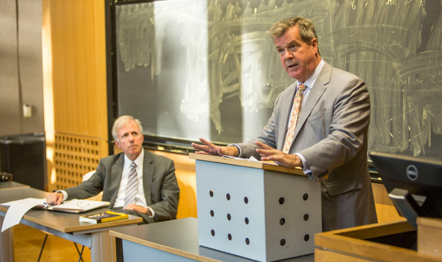 Mayor Karl Dean (at podium) speaks to Adjunct Professor of Public Policy Studies Bill Purcell's (left) Cities in the 21st Century class Sept. 8. (Daniel Dubois/Vanderbilt)