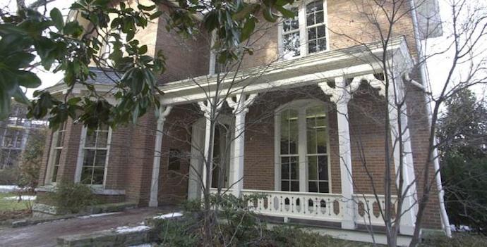 Robert Penn Warren Center exterior