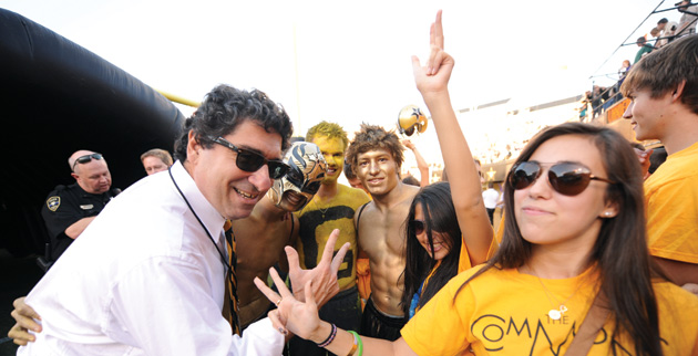 Chancellor Nicholas S. Zeppos and students show their best VU hand signs. (John Russell/Vanderbilt)