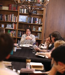 The chancellor connects with undergrads while teaching his weekly class on the Federalist Papers. (Anne Rayner/Vanderbilt)