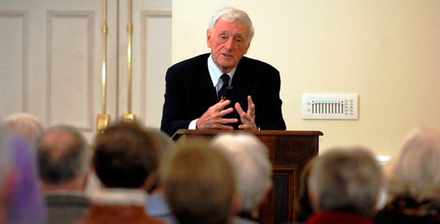 John Seigenthaler speaks to Osher Lifelong Learning Institute students. (Anne Rayner/Vanderbilt)