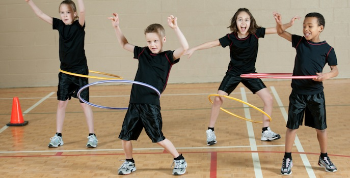kids hula-hooping