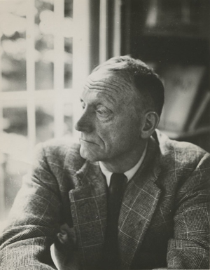 Black and white photo of acclaimed writer and Vanderbilt alumnus Robert Penn Warren taken by Peter Fink