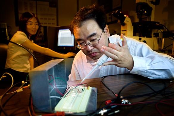 Deyu Li in lab