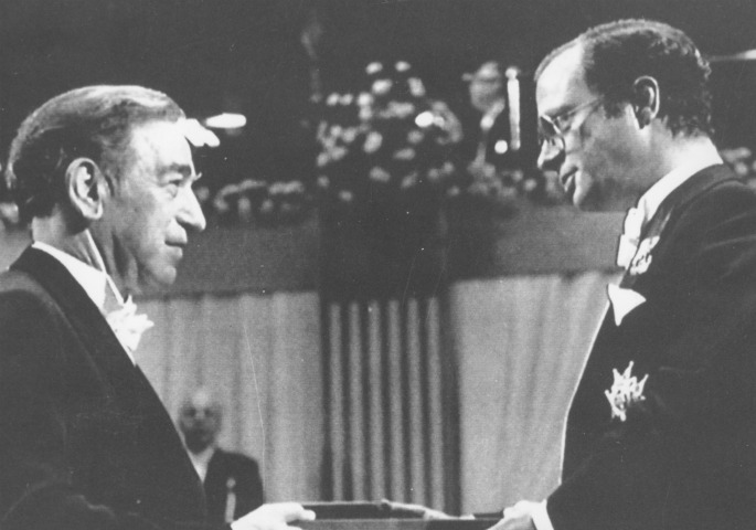 Stanley Cohen receives his Nobel Prize