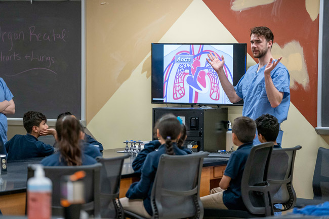 MSTP student Maxwell Roeske explains how the heart and lungs deliver oxygenated blood to our organs. (Vanderbilt University)