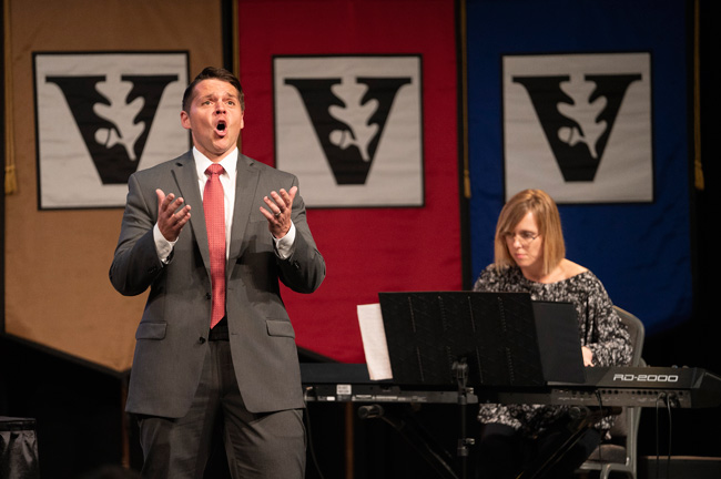 L-r: Blair faculty members Tyler Nelson and Jennifer McGuire perform at the Fall Faculty Assembly. (Joe Howell/Vanderbilt)