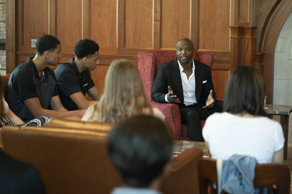 Chancellor's Lecturer Terry Crews meets with students at E. Bronson Ingram College (Joe Howell/Vanderbilt University)