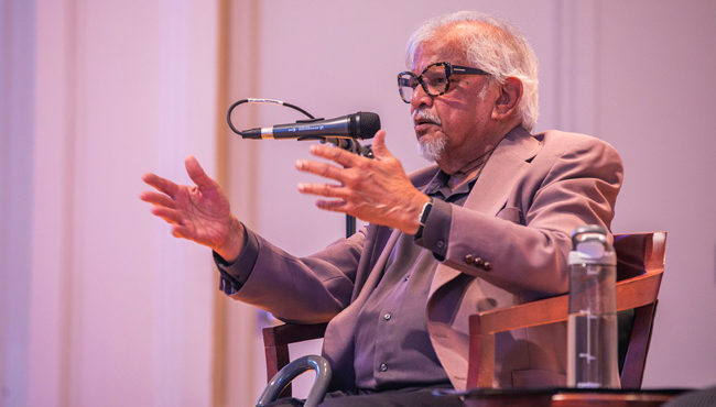 Photo for Arun Gandhi discusses planting 'seeds of peace' in the world with VU community