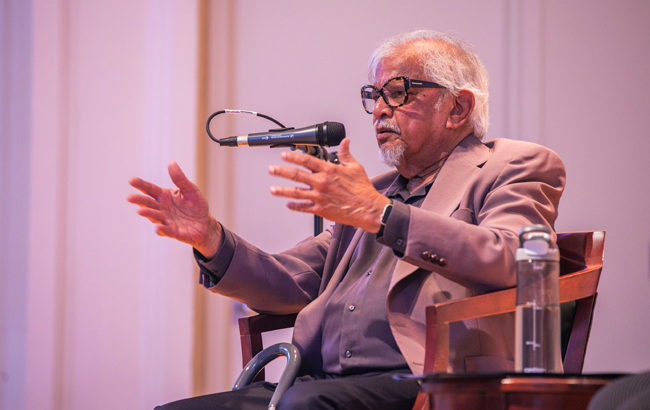 Arun Gandhi discusses planting 'seeds of peace' in the world with VU community