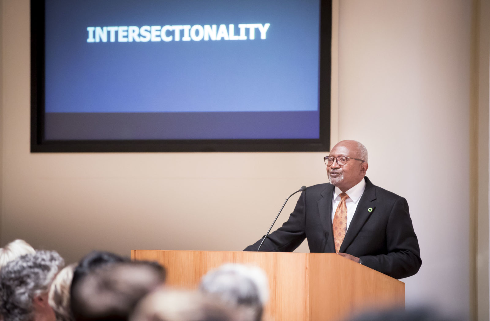 Dr. Robert Bullard gives lecture to community members at Wyatt Rotunda on Oct. 1 (Susan Urmy/Vanderbilt)