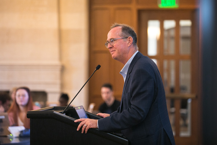 Tom Tait, an Owen Graduate School of Management and Vanderbilt Law School alumnus and the former mayor of Anaheim, California, spoke to the Graduate School's Russell G. Hamilton Graduate Leadership Institute on Oct. 7. (photo by Nathan Morgan)