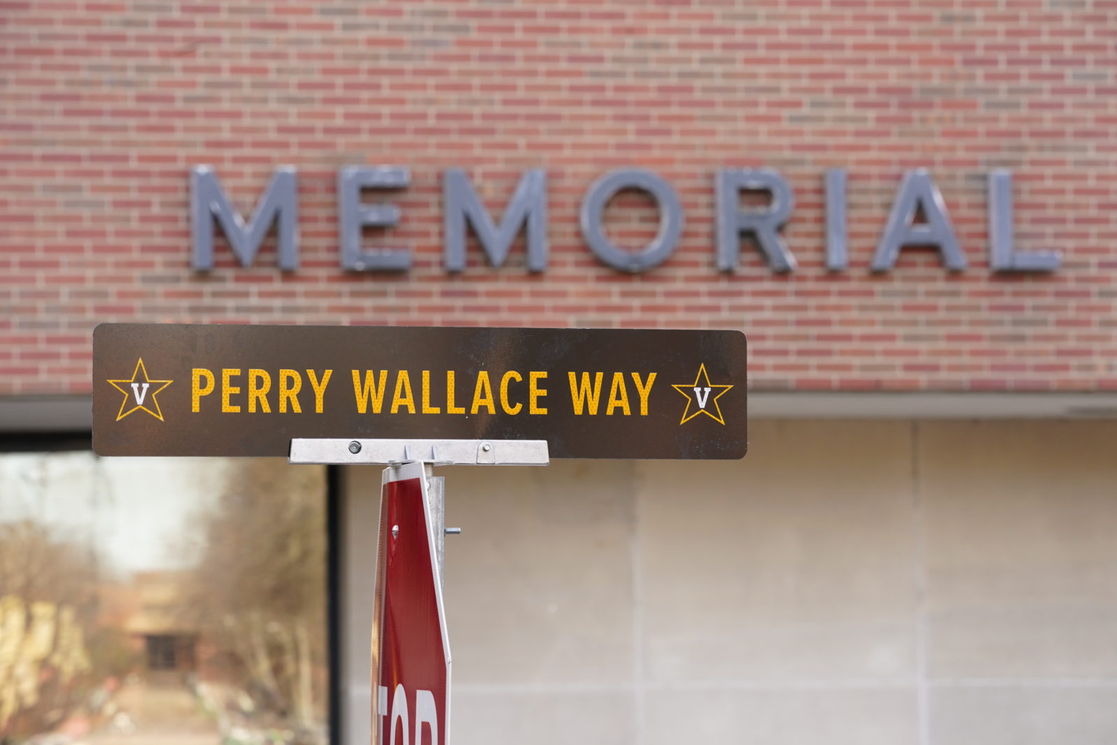 A portion of 25th Avenue South was dedicated in honor of Vanderbilt trailblazer and Nashville native, Perry Wallace, BE'70, the first African American to play varsity basketball in the Southeastern Conference.(John Russell/Vanderbilt)