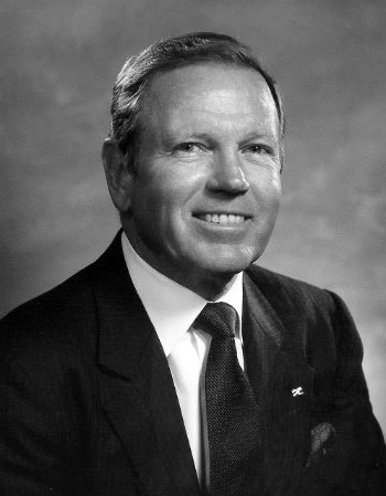 Brownlee O. Currey Jr., BA'49 and emeritus trustee