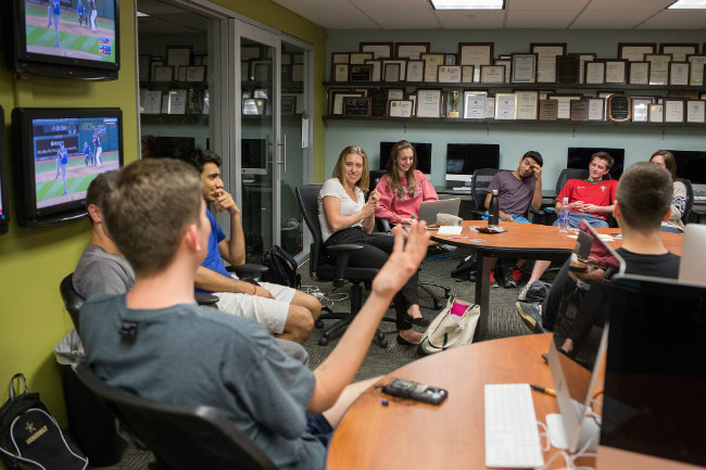 Photo of student journalists holding meeting at Sarratt Student Center