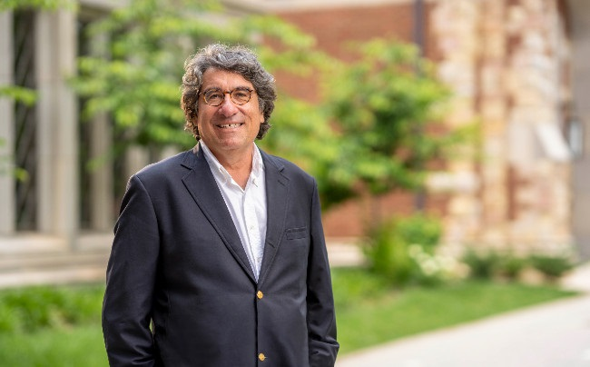 Zeppos returns to the classroom, receives teaching award during pandemic